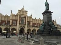 06-Monument and Cloth Hall in town square